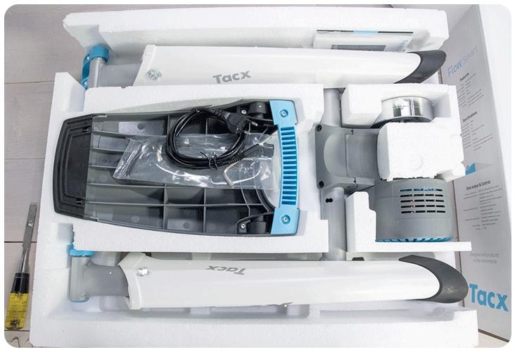 Ouverture du carton du Tacx Flow Smart T2240