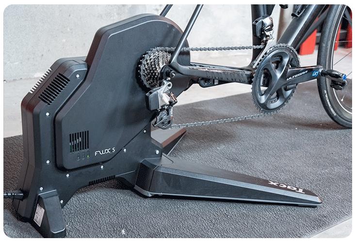 Roue d'inertie et pédalage du Tacx Flux S Smart T2900S